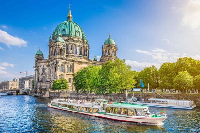 https://www.banitours.com/wp-content/uploads/2018/09/destination-berlin-02-640x427.jpg