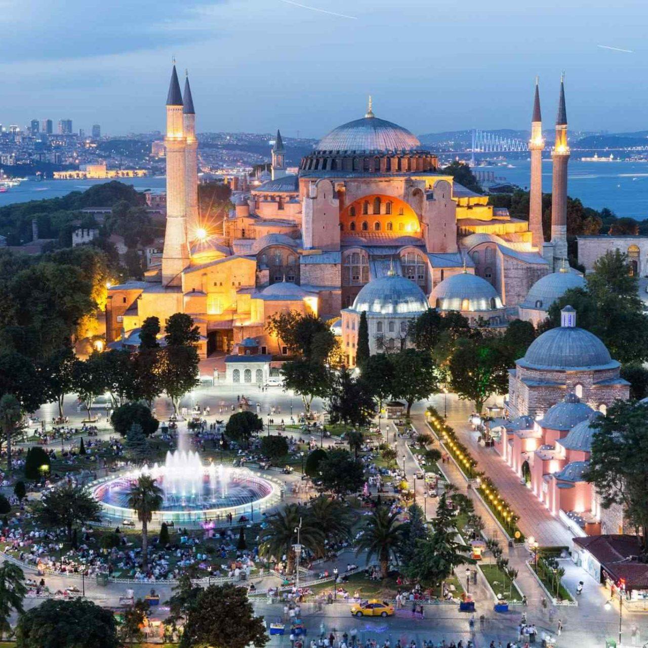 https://www.banitours.com/wp-content/uploads/2018/09/destination-istanbul-02-1280x1280.jpg